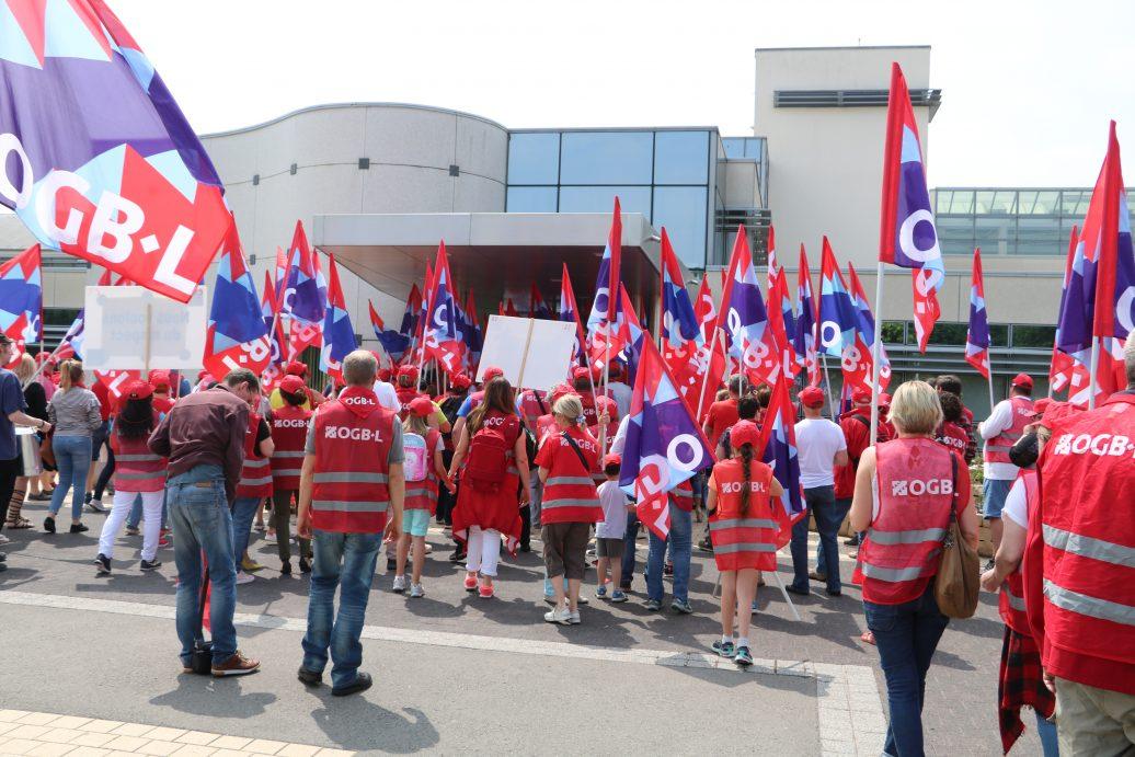 OGBL-Streik vor Pflegeheim.